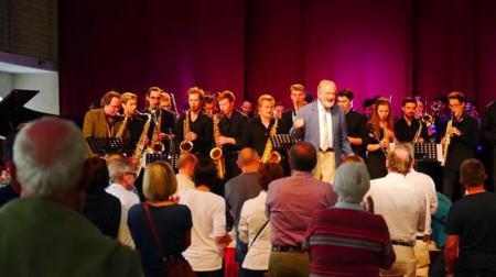 Schluss-Szene Konzert mit Jiggs Wigham